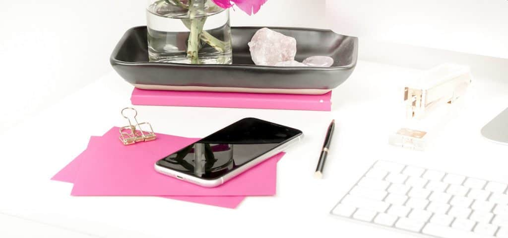 flat lay desk with a phone for the featured image in apps for side jobs post